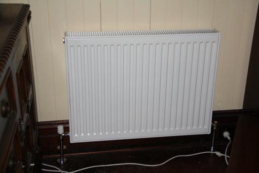 Hydronic radiator lounge