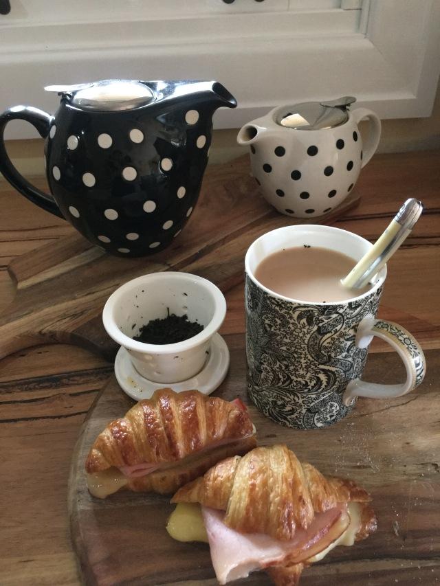 tea-croissants